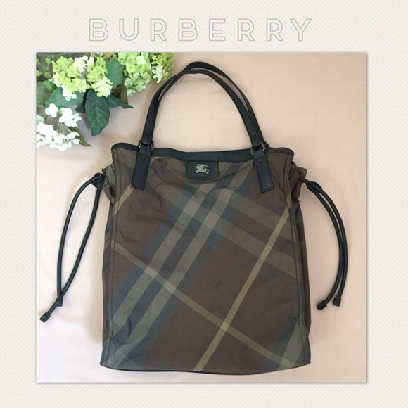 Burberry Handbags - AUTH Burberry Buckleigh Nylon Tote 830e97be80b69